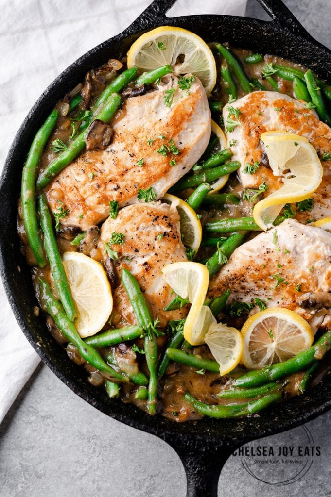 Low carb paleo chicken breast with green beans and mushroom sauce